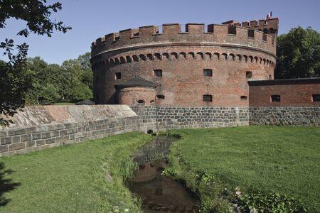 siervo: El museo del �mbar se encuentra en el centro de Kaliningrado, en la orilla del lago Superior en un siervo torre de mediados del siglo XIX. La torre fue construida en 1853.