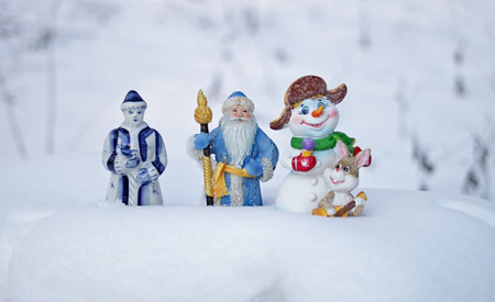 New Year's toys make the way through the Russian snow home after New Year's and Christmas holidays. Standard-Bild