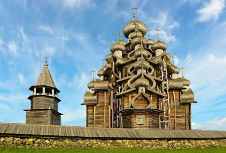 Miracle of wooden architecture - the Preobrazhenskiy temple well-known for the whole world with twenty two heads, has been erected in 1714. Standard-Bild