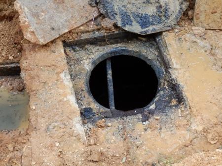 aguas residuales: Tanque s�ptico despu�s de haberse vaciado