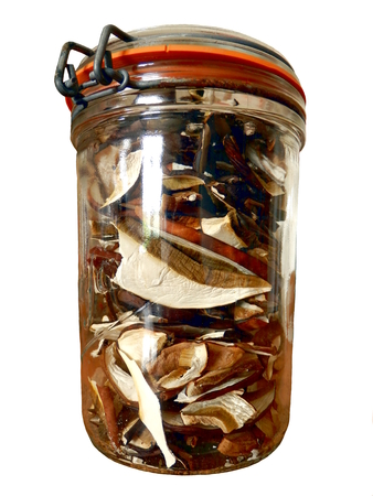 Sliced dried ceps in a sealed glass jar, isolated on a white background Banque d'images