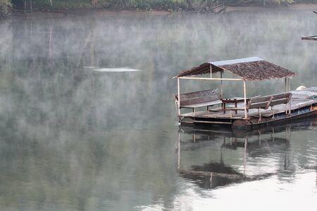 Bamboo raft on the river 版權商用圖片