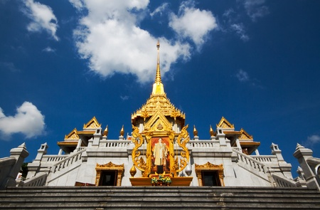 Wat Trimit is the old temple in bangkok  it