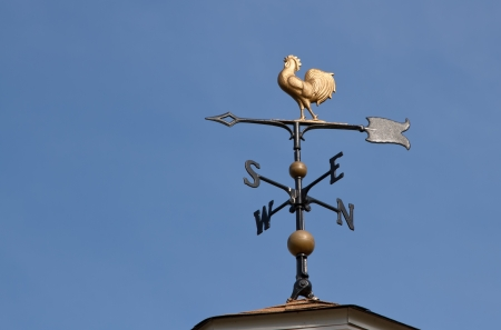 wiatrowskaz: Wiatrowskaz na tle błękitnego nieba Zdjęcie Seryjne