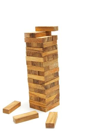 marioneta de madera: bloques de pisos de madera, de pie sobre fondo blanco
