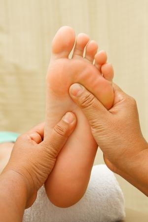 reflexolog�a masaje de pies, tratamiento de spa para pies Foto de archivo