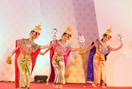 khon: BANGKOK, THAILAND - JANUARY 15:  actors performs Thai ancient dancing Art ,Khon Thai Classical masked ballet, January 15, 2012 at Wat bowonivet annual festival ,bangkok thailand Editorial