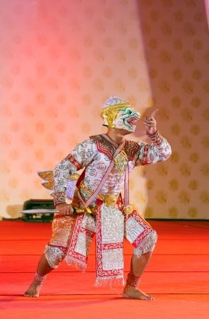 wat bowon: BANGKOK, THAILAND - JANUARY 15:  actors performs Thai ancient dancing Art ,Khon Thai Classical masked ballet, January 15, 2012 at Wat bowonivet annual festival ,bangkok thailand Editorial