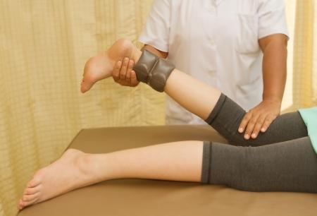 Rehab formaci�n para el m�sculo b�ceps femoral de la rodilla y el fisioterapeuta