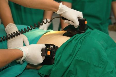 Desfibrilador pr�ctica en un CPR
