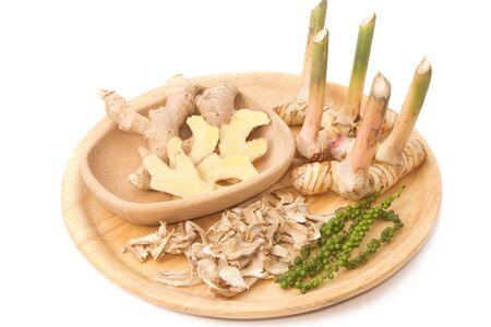 dried spice: Mezcla fresca hierba seca de especias, ra�z Galangal, ra�z de jengibre y pimienta