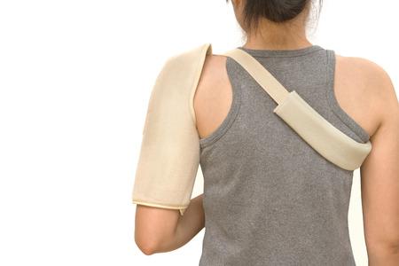 luxacion: mujer que lleva una llave de hombro