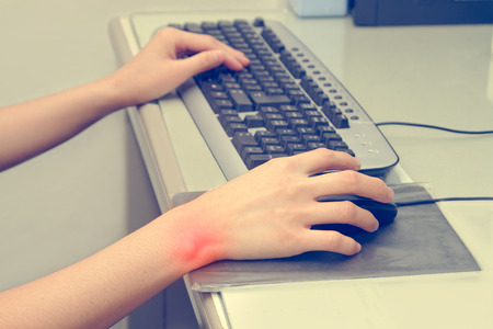 Wrist pain from working with computer,Carpal tunnel syndrome