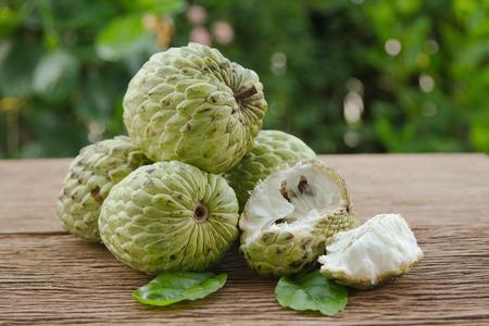 chirimoya: chirimoya o el az�car de manzana fruta