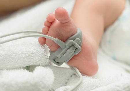 Pulse oximeter sensor on a baby foot , measurement baby patient 스톡 콘텐츠