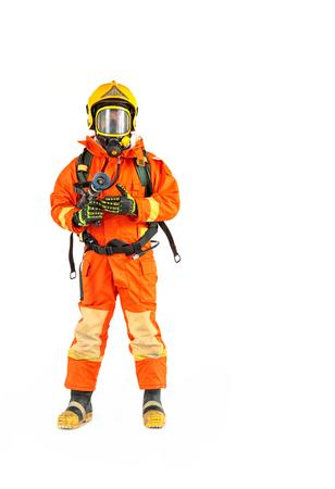 Feuerwehrmann in Uniform und Schutzhelm auf ganzer Körperlänge Standard-Bild - 97847686