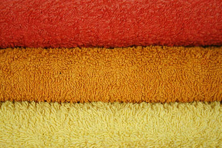 Asciugamani isolate, telo sauna in strati isolati su bianco