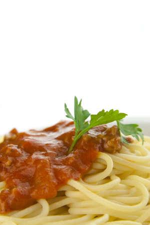 Bolognese spaghetti su un piatto bianco Archivio Fotografico