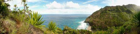 na: Panoramic view over Na Pali coast from the 11-mile Kalalau trail, Kauai, Hawaii.
