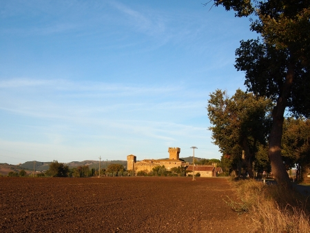 agriturismo: Barren landscape in Tuscany with a castle  Editorial