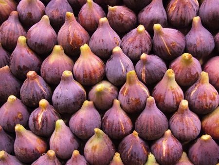purple fig: Display of fresh figs at a fruit market. Can be used as a healthy food background.