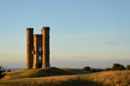 broadway tower: Sunset at the Broadway Tower on a hill in the Cotswolds in England, UK