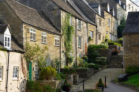 cotswold: L'architettura medievale dei vecchi cottage Cotswold su Piazza di Chipping Tetbury nel Gloucestershire nelle Cotswolds, in Inghilterra. Archivio Fotografico