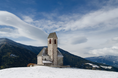 san giacomo: The church of St. Jakob (San Giacomo) near St. Magdalena (Santa Maddalena) in the Villnoesstal (Val di Funes valley) in South Tyrol in Italy in the snow in winter.