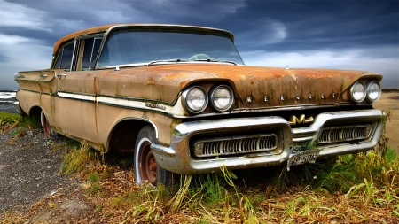 dirty car: Picturesque rural  landscape with old fashioned car