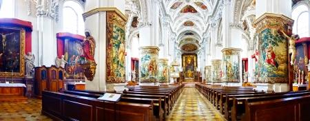 historias biblicas: San Pedro y San Pablo Iglesia en Melk Abbey, Austria