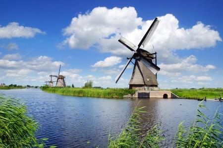 Pittoresk landschap met de windmolens. Nederland