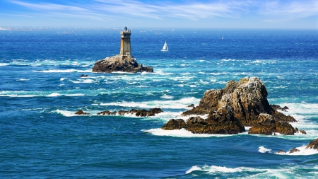 Lighthouse on Cape Sizun, Pointe du Raz  Brittany, France 스톡 콘텐츠