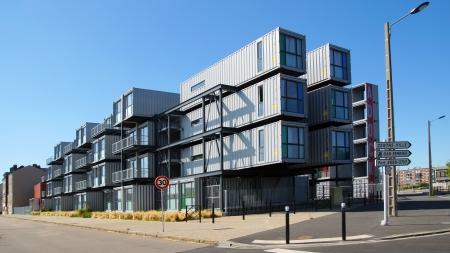 dann: Eine Herberge f�r Studenten aus Containern. Eine neue Art von modularen und umweltfreundliche H�user. Die Idee, in den Niederlanden entstanden und wurde dann dem Le Havre Stadt eingef�hrt, 9. August 2012 in Le Havre, Frankreich.