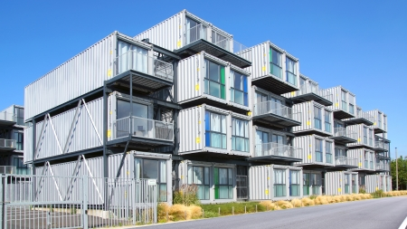 Een hostel voor studenten uit containers. Een nieuw type modulaire en eco-vriendelijke huizen. Het idee is ontstaan in Nederland en vervolgens werd ingevoerd om de stad Le Havre, 09 augustus 2012 in Le Havre, Frankrijk. . Redactioneel