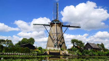 dutch windmill: Picturesque rural landscape with the windmills. Netherlands