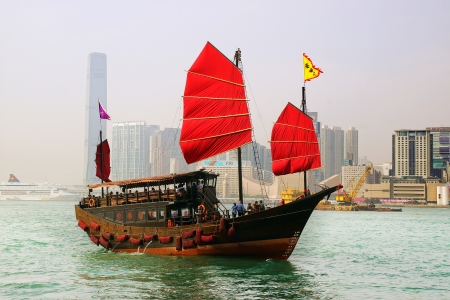 HONG KONG - FEBRUARY 13: Hong Kong�s iconic traditional red-sailed Chinese junk aqua luna. The junk boat is the logo of the Hong Kong Tourism Board on Febuary 13, 2012 in Hong Kong.  Stock Photo - 18115318