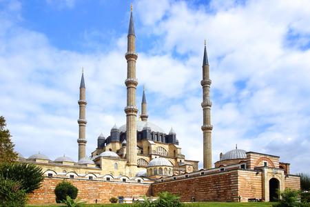 selimiye mosque: Selimiye Mosque, designed by Mimar Sinan in 1575.  Edirne