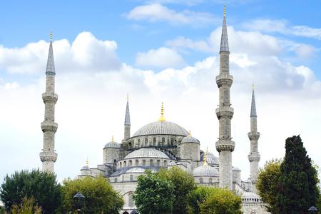 cami: Blue Mosque Sultan Ahmet Cami in Istanbul Turkey