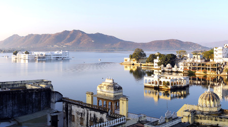 maharaja: View on the Pichola lake and Palas in Udajpur, India.
