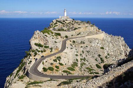 Schilderachtig overzees landschap met de Vuurtoren van Formentor, Pollenca. Stockfoto - 49912581