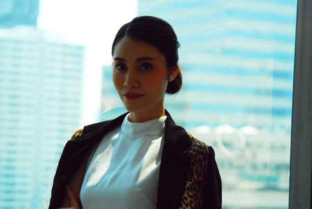 Beautiful Asia Business woman manager smile portrait and office building background in the capital city. Imagens