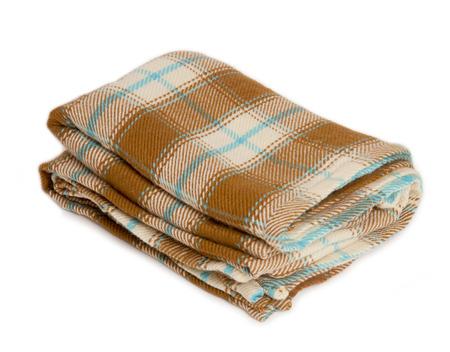 Bruine deken plaid op een witte achtergrond.
