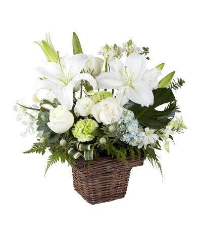 lirio blanco: Lirios blancos y rosas ramo en el florero marrón