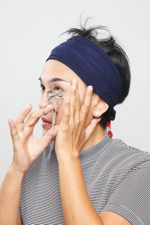 headbands: la mujer se encrespa las pesta�as Foto de archivo