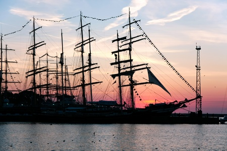 Tall ships Krusenstern i Gulden Leeuw w porcie na kulturę 2011 Tall statków regat, 20 dużych zbiorników, tuzin mniejszych łodzi, 1000 uczestników.Września 05,2011 w Gdyni