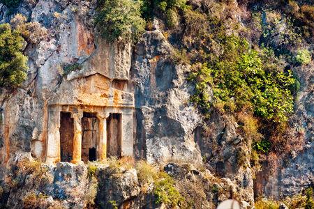 tumbas: Ruinas de Licio tumbas cortadas en la roca