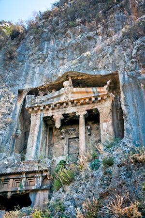 templo griego: Tumbas excavadas en la roca por los licios, Turquía