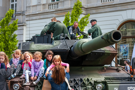 Leopard 2 tank children learning about army