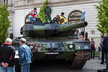 Tank Leopard 2 2A5 version Editorial