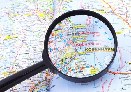Magnifying glass over the map, focusing on Kobenhavn